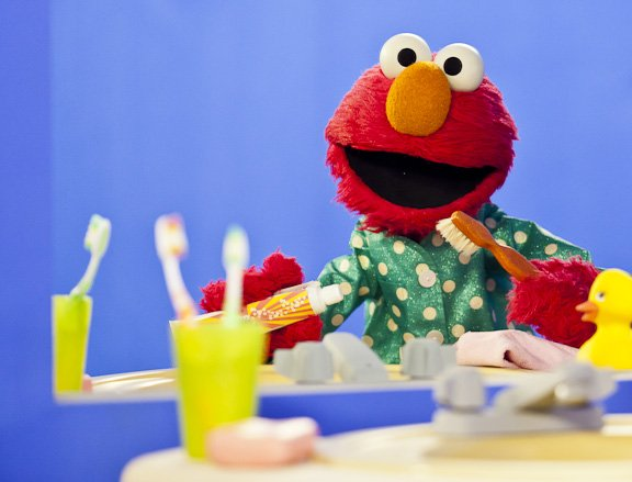 Image - Elmo brushes his teeth. Vaknin.jpg